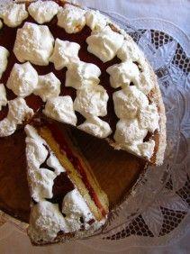 tort truskawkowy z bitą śmietaną