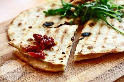 Quesadilla z kozim serem i suszonymi pomidorami