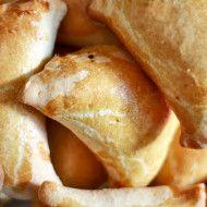 Pieczone pierogi drożdżowe z grzybami