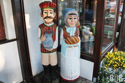 Malowane drewniane rzeźby ludowe
