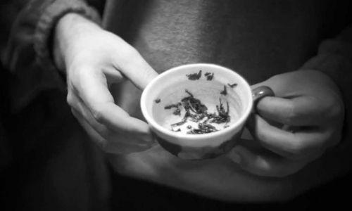 Andrzejkowe wróżby fusy herbaciane