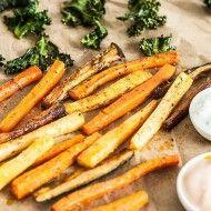 Chipsy z jarmużu, frytki z marchewki, pietruszki i bakłażana oraz 2 dipy