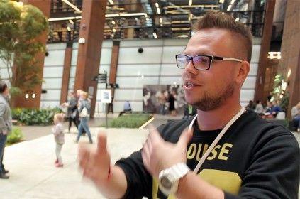 Mariusz Głuch udzielający wywiadu w budynku Europejskiego Centrum Solidarności na konferencji Blog Forum Gdańsk 2015