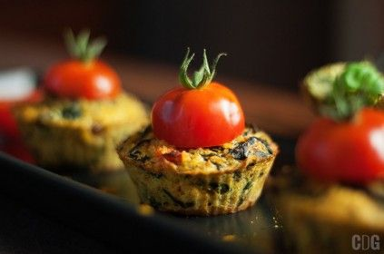 Muffiny z kaszy jaglanej z curry i pomidorkiem koktajlowym