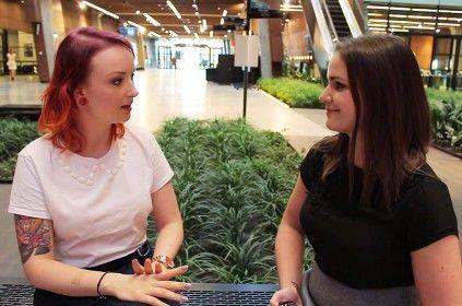 Ewa Grzelakowska-Kostoglu udziela wywiadu Ewelinie Szczęsnej w budynku Europejskiego Centrum Solidarności podczas konferencji Blog Forum Gdańsk 2015