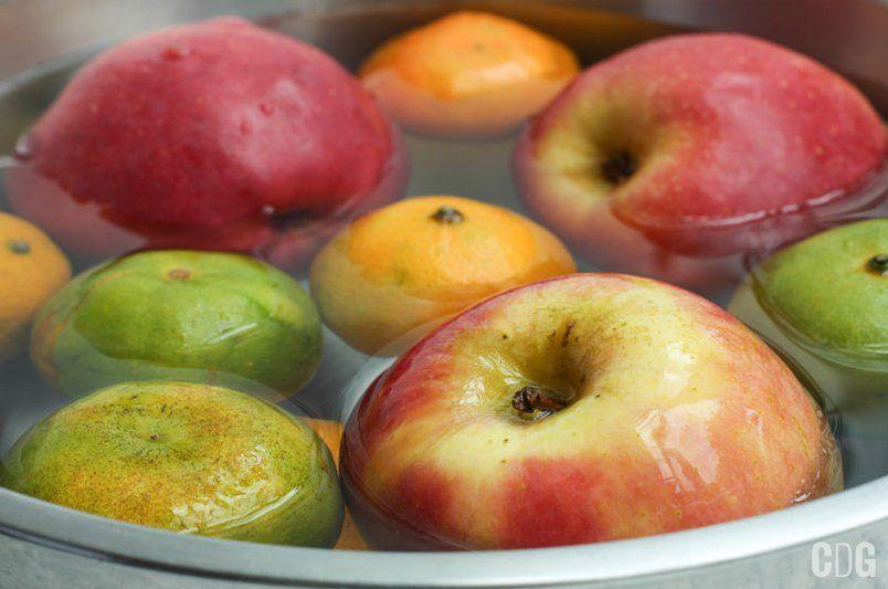 wróżby andrzejkowe łowienie jabłek