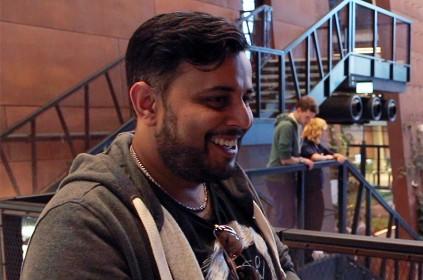 Viren Bhandari udzielający wywiadu w budynku Europejskiego Centrum Solidarności podczas konferencji Blog Forum Gdańsk 2015