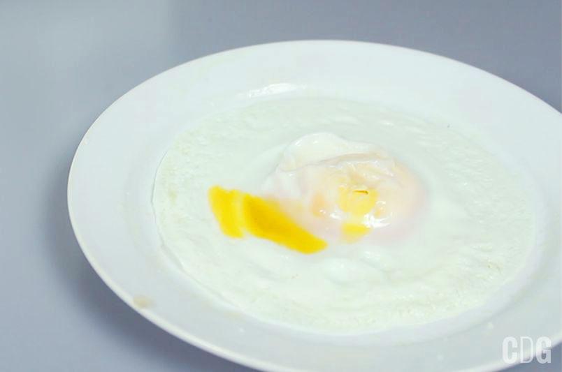 Jajko sadzone w mikrofalówce
