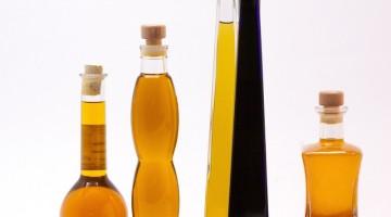 oleje i oliwy w różnych butelkach